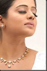 priya_mani_close_up_HD_pic