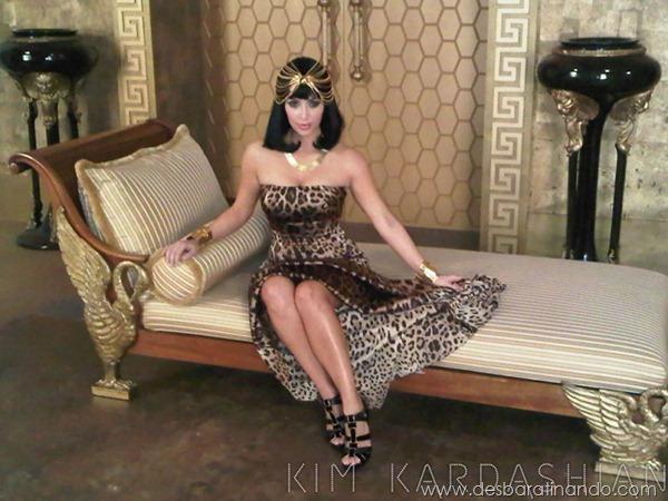 kim-kardashian-linda-sensual-sexy-sedutora-boob-peitos-decote-ass-bunda-gostosa-desbaratinando-sexta-proibida (167)