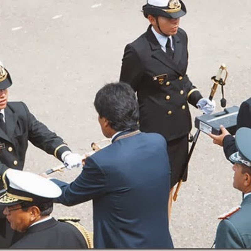 Egresan las 5 primeras oficiales de la Armada