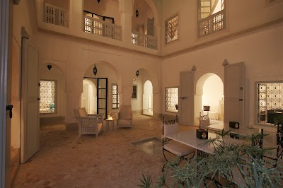 riad-chi-chi-courtyard-at-night-151-1.jpg.1024x0.jpg