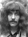 ony Iommi - guitarra