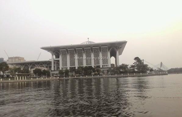 pemandangan masjid besi putrajaya