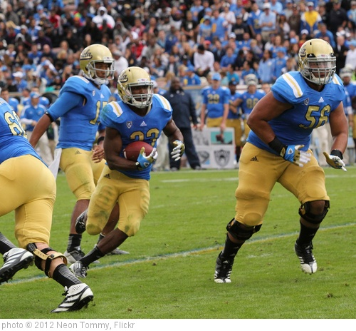 'USC vs. UCLA Football 2012' photo (c) 2012, Neon Tommy - license: http://creativecommons.org/licenses/by-sa/2.0/