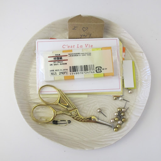 This plate is a catchall for a pair of scissors, some push pins and Muji stickie tabs.