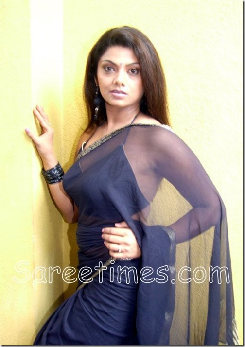 Swatha_Verma_Plain_Saree