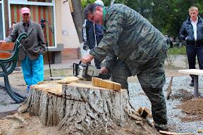 Жители ужгорода с лопатами защищают придомовую территорию от застройки 5.JPG