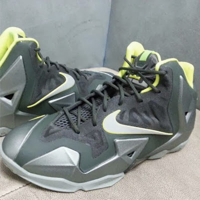 nike lebron 11 gs dunkman 2 04 First Look at Nike LeBron XI Dunkman in Kids Version