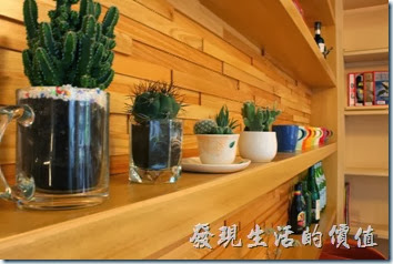台南-PICTURESQUE早午餐。餐廳內的擺設除了書籍雜誌之外,其他的擺飾就比較簡單。