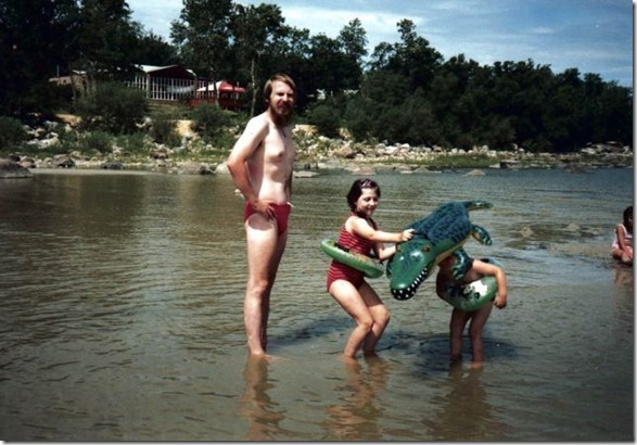 embarrassing-family-vacation-25