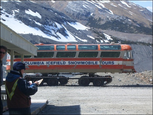 Columbia_Icefield_Snow_Coach_02