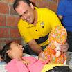 Valentín Sala, director cantonal del Movimiento Centro Democrático, le regaló un momento de felicidad a Ariana Varela al entregarle una muñeca. Esta pequeña de 14 años sufre de discapacidad en un 96%
