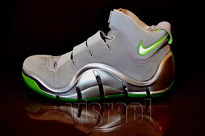 nike zoom lebron 4 pe real dunkman 1 05 The Real Dunkman Version of the Nike Zoom LeBron IV