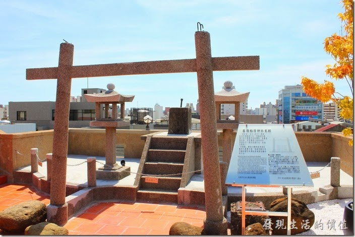 台南林百貨的另一重要景點─頂樓上的【稻荷神社】。