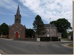 Guigoven, Brandstraat: Sint-Quintinuskerk en pastorie