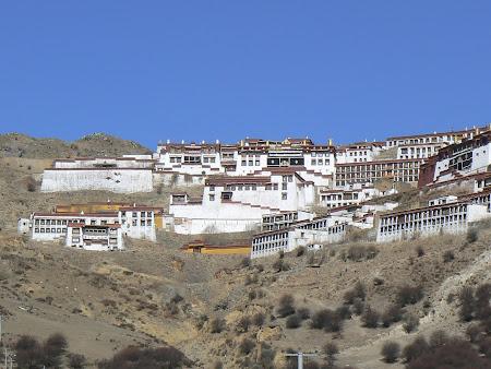 Tibet: Ganden monastery