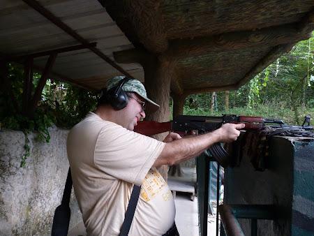21. trageri cu mitraliera.JPG