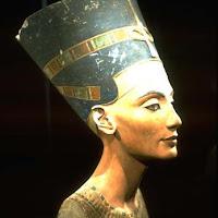 13.- Nefertiti