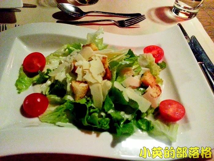 1021-2阿爾巴尼亞飯店晚餐1.jpg