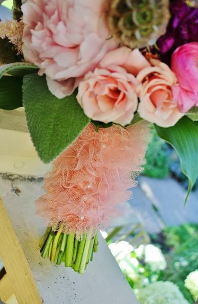 handle 1004472_10151815867128413_1532663470_n la petite fleur