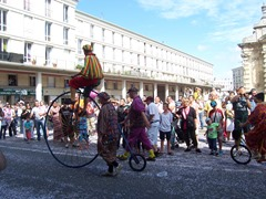 2013.08.18-028 Fietsende Clowns