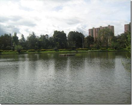 lago parque Simon Bolivar, propicio para actividades naúticas