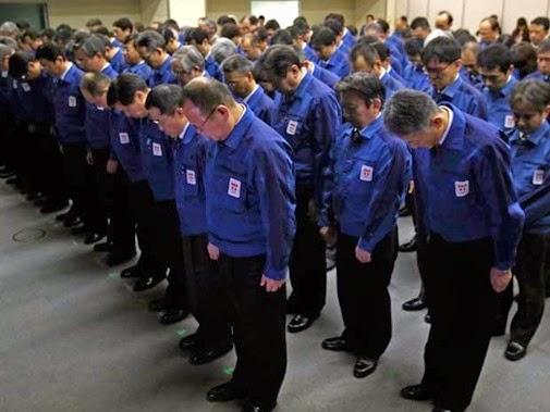 Funcionários da Tokyo Electric Power Co. (Tepco)