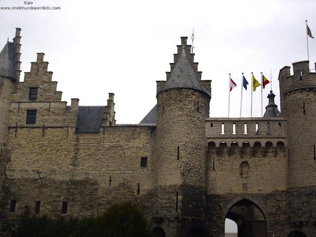 fachada-castillo-het-steen-de-amberes.JPG