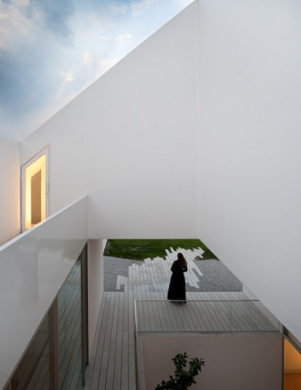house in leiria by aires mateus 6