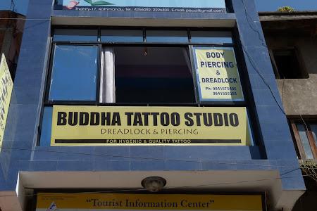 Atelier de piercing in Kathmandu