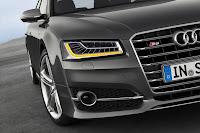 2014-Audi-S8-03.jpg