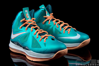 lebron10 dolphins 29 web black The Showcase: Nike LeBron X Setting / Miami Dolphins