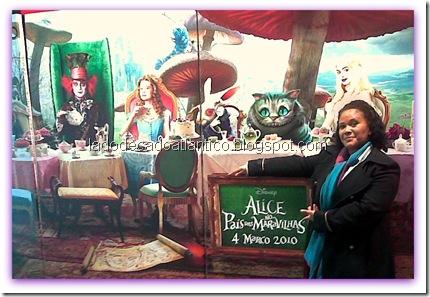 Imagem do display da estréia do filme Alice no País das Maravilhas do Tim Burton