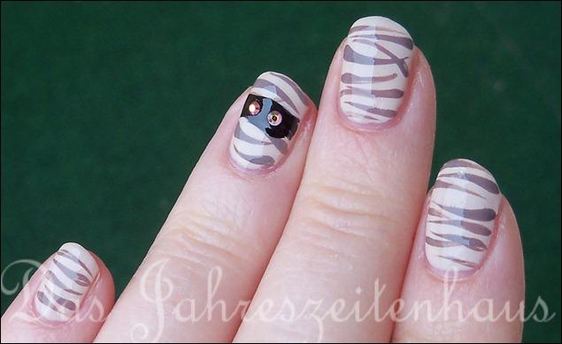Halloween Nails Mumie 3