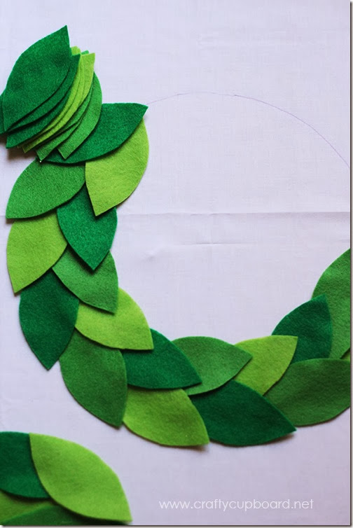 Holly Wreath Leaf Layout