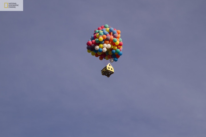Flying-Balloon-House-Inspired-by-Disney-Pixar-Movie-Up-12.jpg