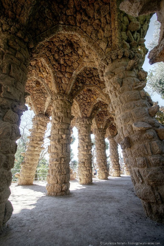 Parc Guell arches Barcelona gaudi.png
