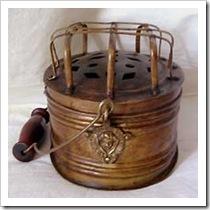 Scaldino ottone decorato con protezione e manico legno