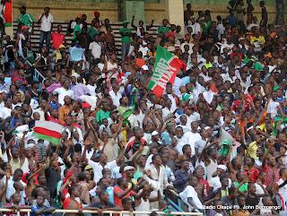 Les supporteurs du DCMP/RDC lors du match contre J.S.K/d'Algérie le 27/08/2011 au stade des Martyrs à Kinshasa. Score final DCMP-J S K: 2-0. Radio Okapi/ Ph. John Bompengo