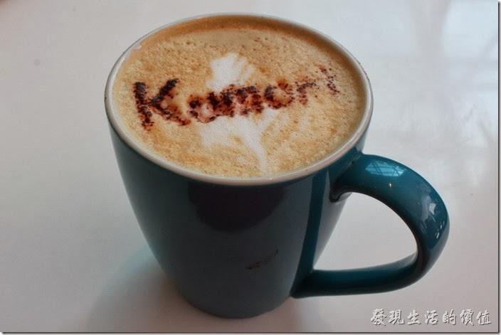 台南-小莫里。熱拿鐵咖啡,咖啡剛端出來的時候上面還有Komori的字樣,讓人好期待它的滋味,不過喝了之後,下次有機會再來,我大概不會再點拿鐵咖啡了,因為咖啡與牛奶的味道完全沒有融合在一起。