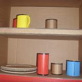 Даже чашки в кухонном шкафу были из бумаги.