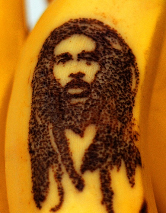 Tatuando casca de banana 02