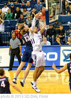 'USD Toreros vs Gonzaga Bulldogs 02-02-13' photo (c) 2013, SD Dirk - license: https://creativecommons.org/licenses/by/2.0/