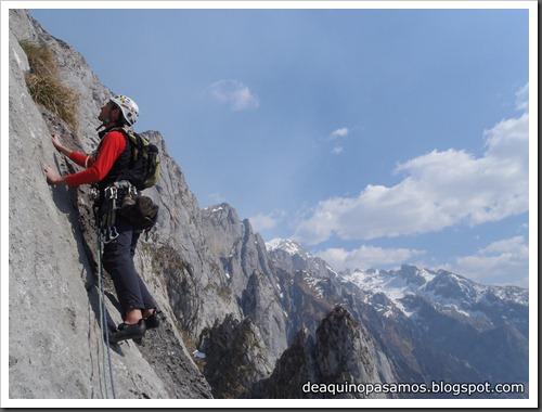 Via Intrusos 350m MD  7a  (6b A0 Oblig) (Alto Les Palanques, Picos de Europa) (Victor) 0079