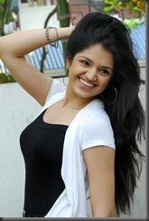 Tara-Alisha-hot stylish