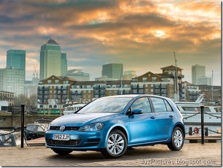 Volkswagen-Golf_Mk_VII_UK-Version_2013_800x600_wallpaper_03