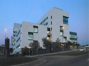 edificio-moderno-Hospital-Sant-Joan-de-Déu-Manresa