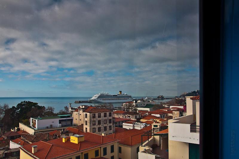 День пятый. Фуншал. Costa Concordia. Мадейра. Круиз. А вот и мы отправились на высотную экскурсию, правда всего лишь на фуникулёре.