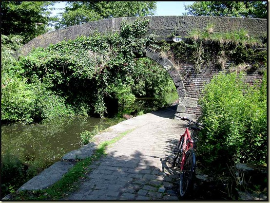 A country scene at Bridge No 78 on the Rochdale Canal