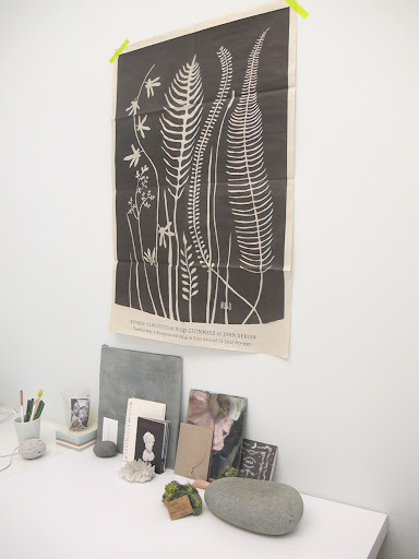 The fern print on her wall is by Hugo Guinness.