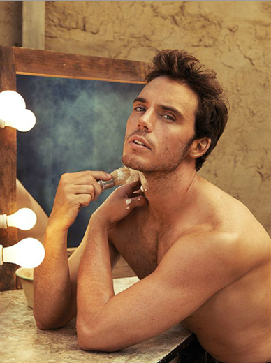 Sam-Claflin-is-Insecure-About-His-Body-09